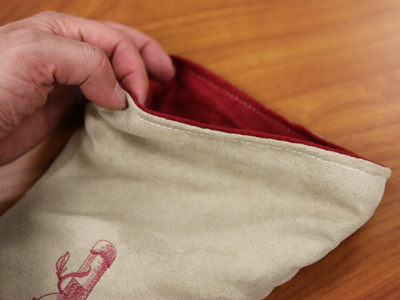 Free project instructions to create an elegant wine bag.