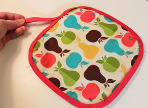 Free project instructions to make an embroidered hot pad