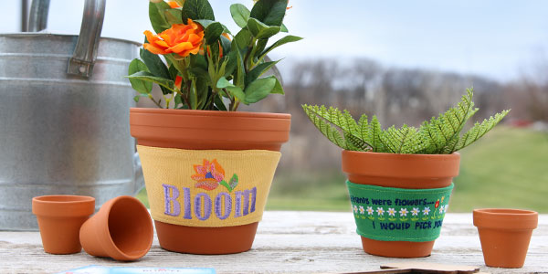 Free project instructions on how to create flowerpot cozies.