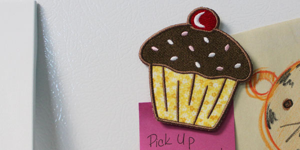 Free project instructions to embroider in-the-hoop magnets.