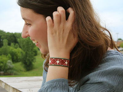 Free project instructions to embroider in-the-hoop bracelets.