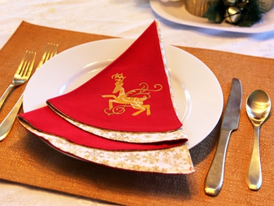 Free project instructions to create an Embroidered Christmas Tree Napkin.