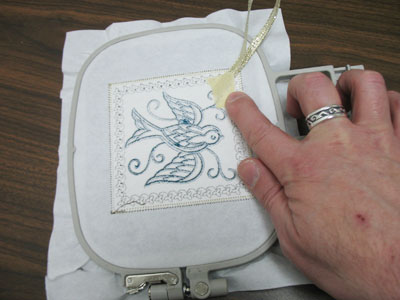 Free project instructions to embroider victorian sachets, in-the-hoop.