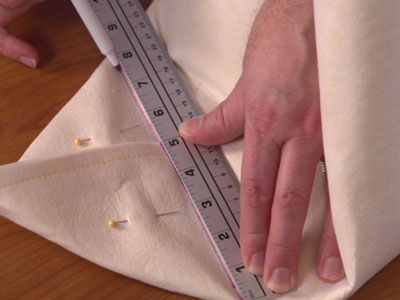 Free video with instructions on how to embroider a fabric basket.