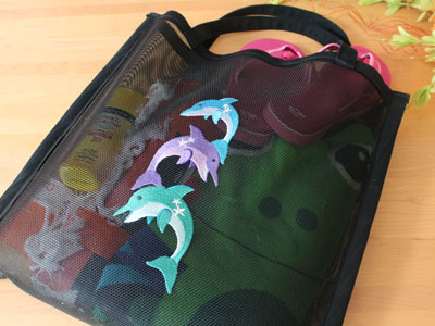 Free project instructions to create a nylon screen beach tote.