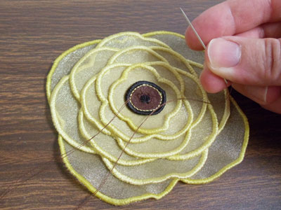 Free project instructions to embroider 3D Organza Applique designs.