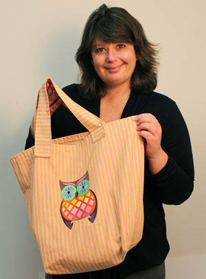 Free project tutorial for a machine embroidery design traditional tote bag.