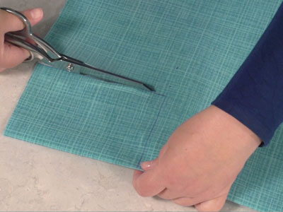 Free project instructions to embroider a crafty & classic tote bag.