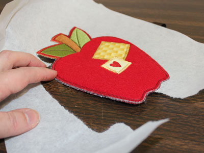 Free project instructions to embroider in-the-hoop silverware holder.