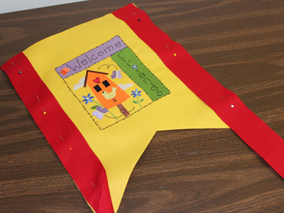 Free project instructions on how to create a springtime garden flag.