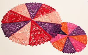 Free project tutorial for a machine embroidery lace fruit doily.