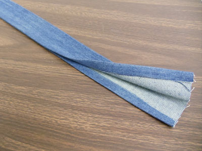 Free project instructions to create an upcycled denim tote.