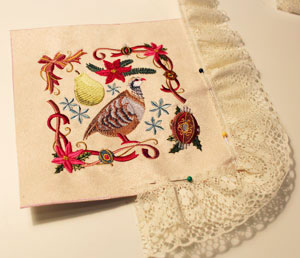 Free project instructions to make seasonal mini wall hangings.