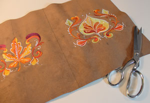 Free project instructions to make an embroidered carryall.