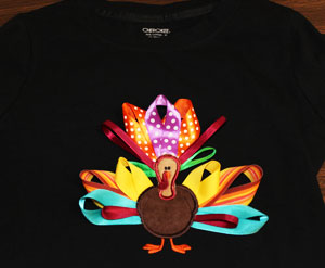 Free project tutorial for an applique ribbon-tailed turkey.