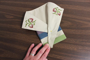 Free project instructions to make a flatware pocket from a placemat.