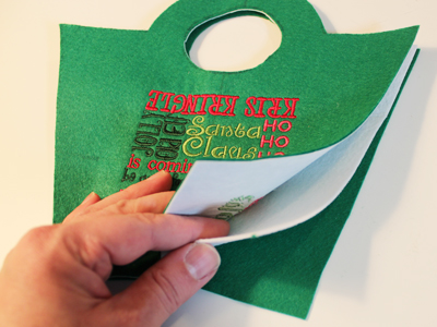 Free project instructions to make a festive felt gift bag.