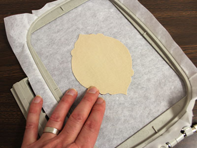 Free project instructions to make in-the-hoop gift tags.