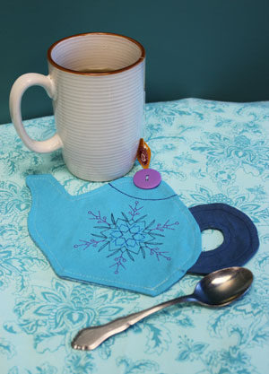 Free project instructions to make a teapot mug rug.