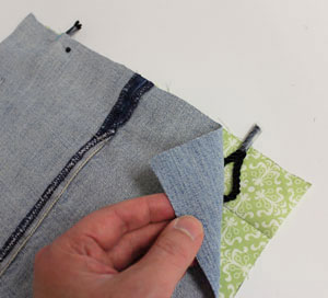 Free project instructions to make an upcycled jeans pocket organizer.
