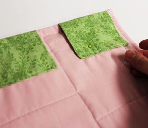 Free project instructions to make embroidered mini-quilts.