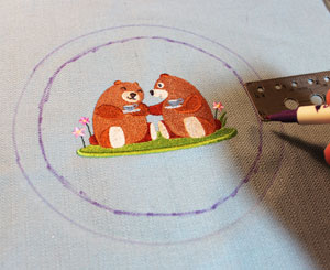 Free project instructions to make embroidered rag quilt coasters and mug rugs.