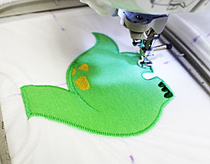 Free project instructions to make an embroidered applique baby bib.