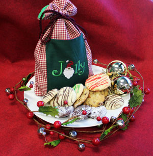 Free project instructions to make an embroidered cookie gift bag.