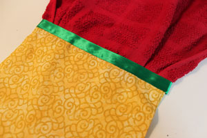 Free project instructions to make an embroidered Towel Topper