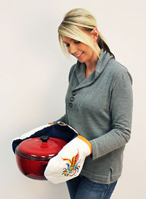 Free project instructions to make an embroidered wrap-around double oven mitt.