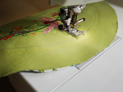 Free project instructions to embroider card caddy hoopla.