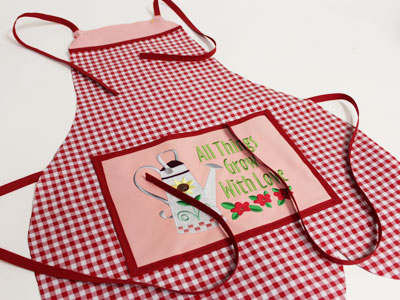Free project instructions on how to create an oilcloth garden apron.