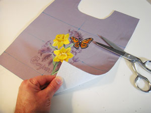Free project instructions for an embroidered convertible purse/clutch.