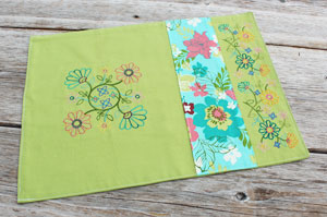 Free project instructions to make an embroidered three-panel placemat