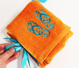 Free project instructions to make a terrycloth travel kit