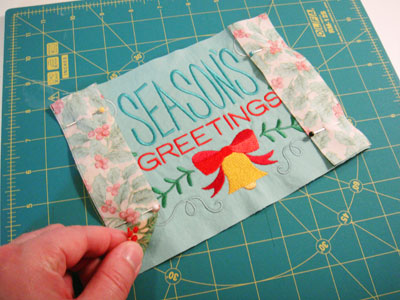Free project instructions to make a pice-by-piece mini-quilt.