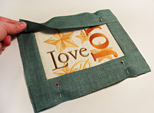 Free project instructions to make a Season's Greetings Wall Hanging