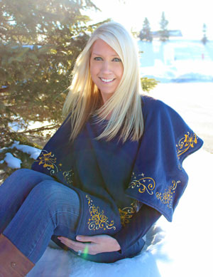 Free project instructions to make a fashionable fleece poncho