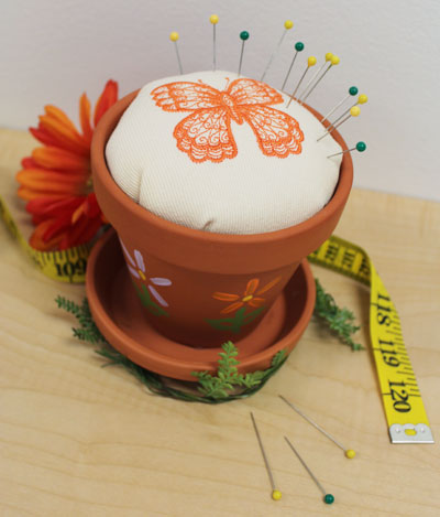 Free project instructions to make a potted pincushion.