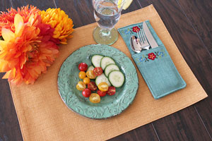 Free project instructions to make a pretty little flatware pocket!