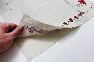 Free project instructions to make a pretty pocket placemat!