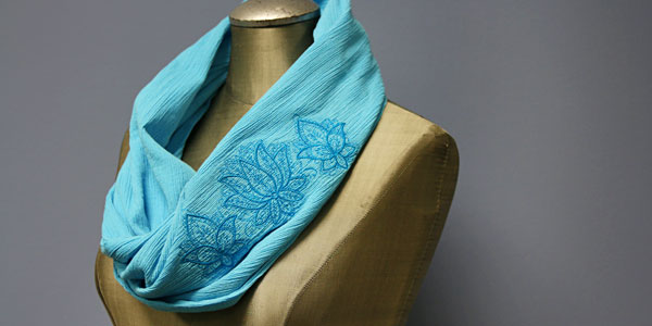 Free project instructions to create a lightweight infinity scarf.