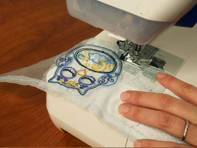 Free project instructions to embroider a mason jar wrap.