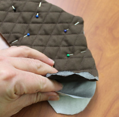 Free project instructions to make an Autumn Acorn Potholder.