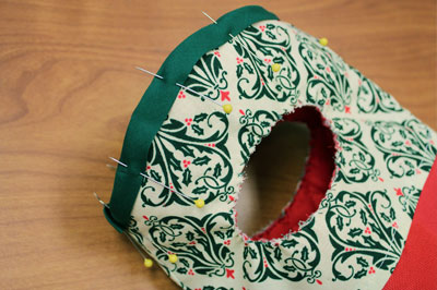 Free project instructions to make a Quilted Wine Bag.