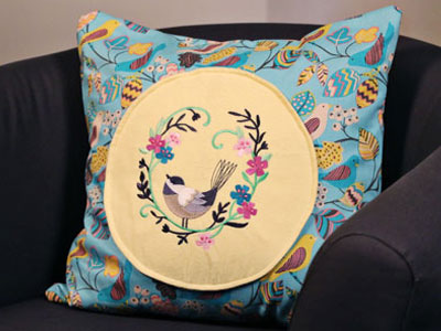 Free project instructions to make an All Around Accent Pillow.