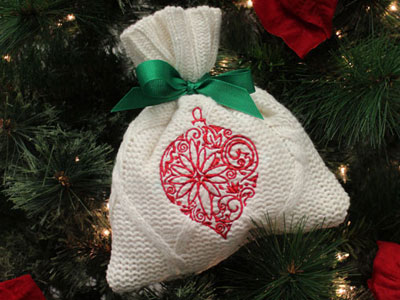 Free project instructions to make sweater gift bags.