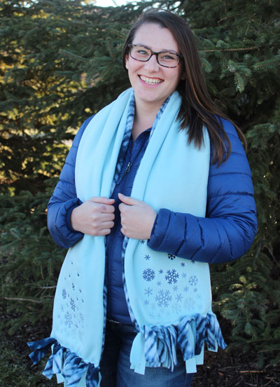 Free project instructions to make a fleece scarf.