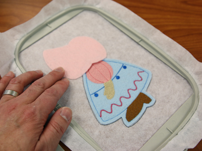 Free project instructions to embroider an in-the-hoop sue and fred stuffie.