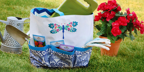 Free project instructions on how to create an oilcloth garden caddy.